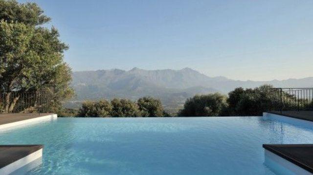 piscine-a-debordement-avantages-inconvenients-un-specialiste-piscine-vous-dit-tout_4948883